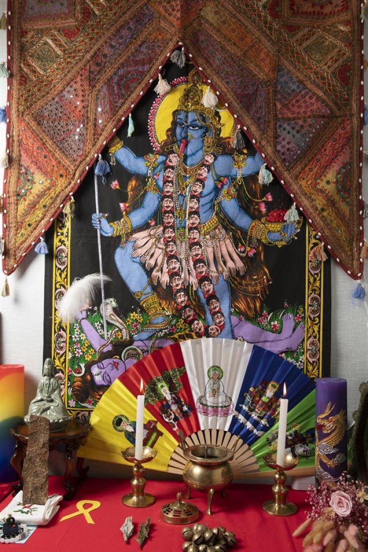 Hong's shrine inside the