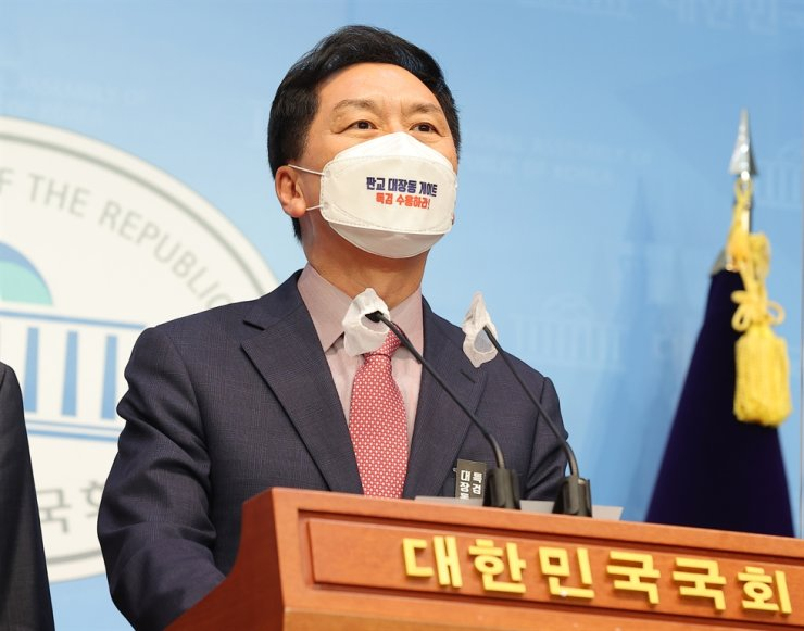 Rep. Kim Gi-hyeon, the floor leader of the main opposition People Power Party, speaks during a press conference at the National Assembly in Seoul, Tuesday. Yonhap