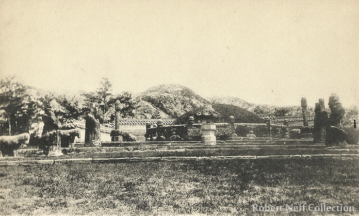 Gyeongbok Palace in 2016. Hyangwonjeong is in the foreground and Geoncheonggung is in the background. / Robert Neff Collection