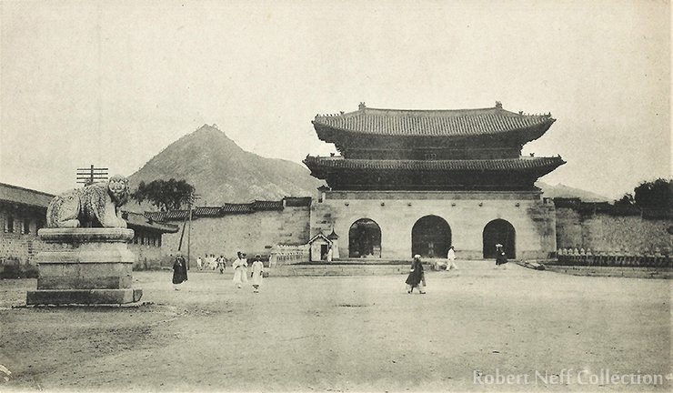 Gwanghwamun in the early 1900s / Robert Neff Collection