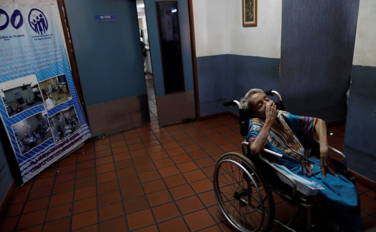 A patient with kidney disease waits for a dialysis session, in a dialysis centre after a blackout in Maracaibo, Venezuela, April 12, 2019. Reuters