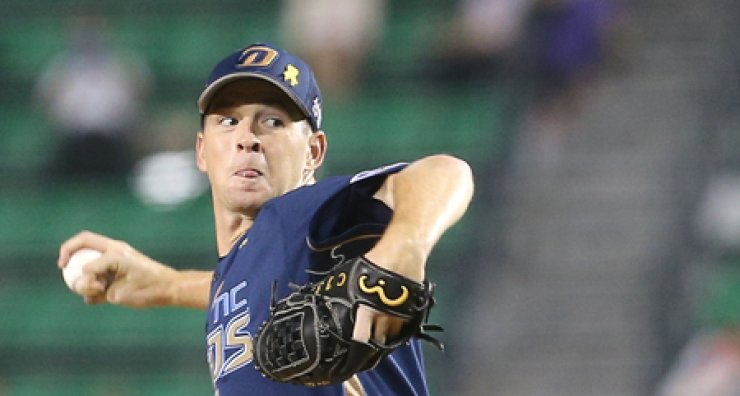 NC Dinos' Charlie Shirek throws a pitch during a game against the LG Twins in Seoul, Tuesday. / Yonhap