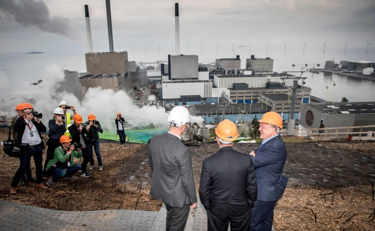 Denmark's Prime Minister Lars Lokke Rasmussen (R) and former New York City Mayor and UN Secretary-General's Special Envoy on Climate Michael Bloomberg (2nd R) visit the  Amager Resource Center (Amager Bakke) in Copenhagen on May 21, 2019. AFP