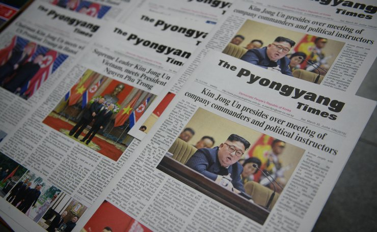 Copies of the English-language 'Pyongyang Times' newspaper are displayed in Pyongyang on April 13, 2019. - North Korean leader Kim Jong Un is willing meet with US President Donald Trump a third time if Washington comes to the table with the 'right attitude', state media reported. In a speech to Pyongyang's rubber-stamp parliament on April 12, Kim said the Hanoi meeting had made him question whether Washington is 'genuinely interested' in improving its relations with Pyongyang. AFP
