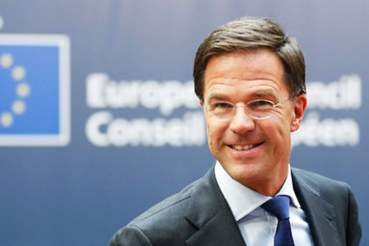 Dutch Prime Minister Mark Rutte received an honorary citizenship on Wednesday at Seoul City and donated 220 new bikes to the city's public bike project. The bikes were funded by the Dutch government and Korea-based Dutch corporations. / Yonhap