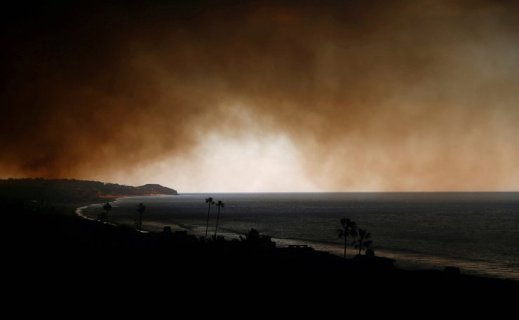 Smoke is seen over the ocean as the Woolsey Fire burns in Malibu, California, U.S. November 9, 2018. Reuters