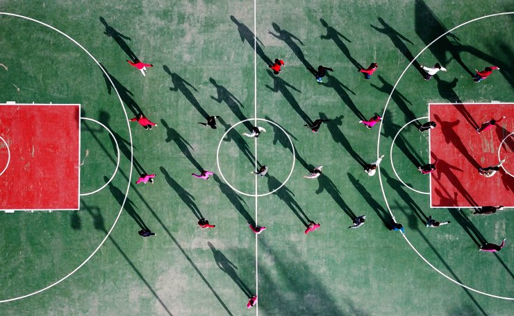 Aerial photo taken on May 28, 2019 shows people doing morning exercises on the Jiefang Square in Yanchi County, Ningxia Hui Autonomous Region. Xinhua