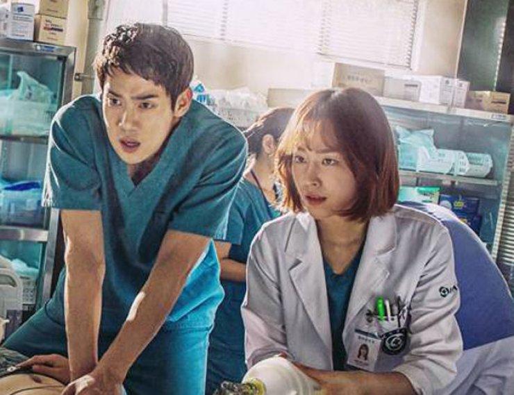 Yoo Yeon-seok, left, in a scene from 'Romantic Doctor, Teacher Kim' / Courtesy of MBC