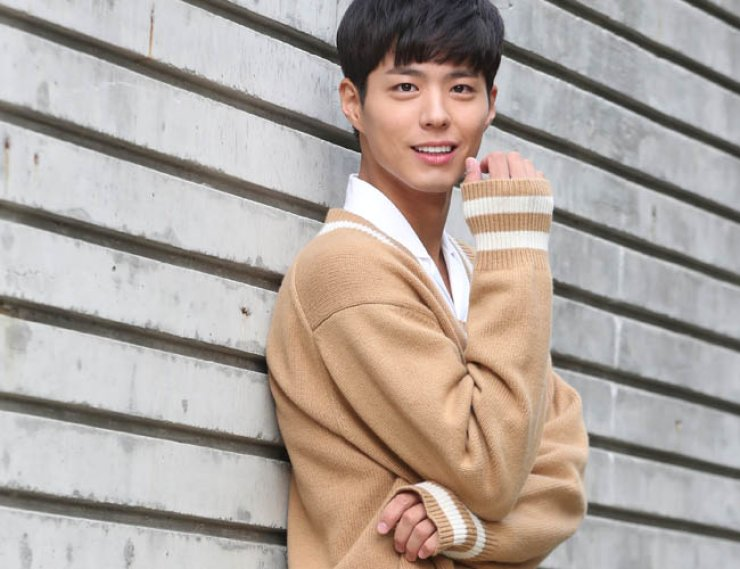 Actor Park Bo-gum, who played Crown Prince Yi Young in the recent KBS fantasy period drama 'Moonlight Drawn by Clouds,' smiles before an interview at a café in central Seoul, Wednesday. / Yonhap