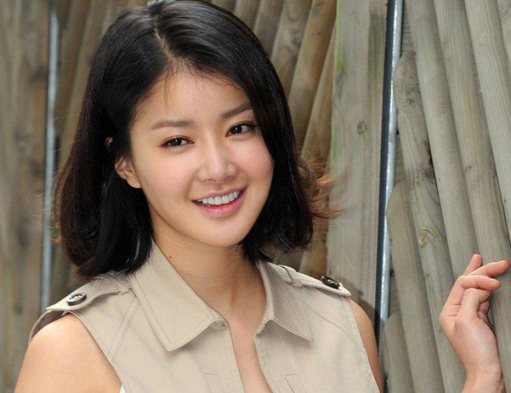 Korean actress Lee Si-young / Korea Times file