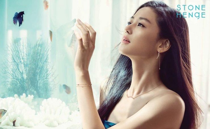 Korean actress Jun Ji-hyun models for jewelry brand Stonehenge. / Courtesy of Stonehenge