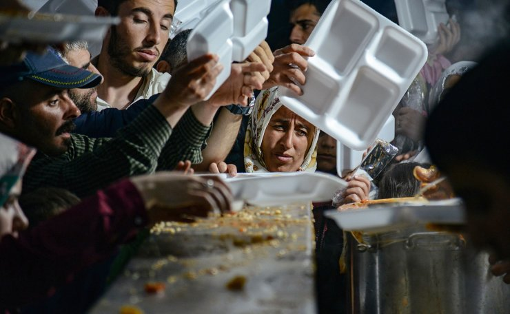 Muslims queue for food to break their fast in Diyarbakir, southeastern Turkey, on May 6, 2019, on the first day of the holy month of Ramadan. AFP
