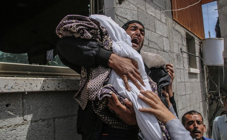 <span>A Palestinian relative of fourteen-month baby girl Seba  Abu-Arrar carries her body during her funeral with her relative woman in Al-Zaitun neighborhood in the east of Gaza City on, 05 May 2019. According to media reports, Hamas announced a total of four Palestinians have been killed in Gaza, include a woman and her 14-month-old daughter.The Israeli army announces it killed two Palestinian fighters in sites belonging to the militant groups Hamas. and the mother and baby may have been killed by a Palestinian rocket that fell short of its target. EPA</span><br /><br />