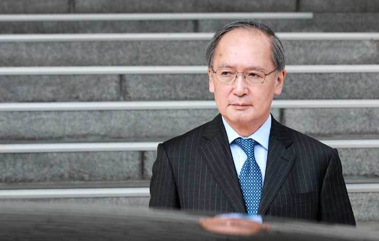 Japanese Ambassador to Korea Yasumasa Nagamine leaves the Ministry of Foreign Affairs building in central Seoul, Friday, after the Korean government brought him in to protest against Japan's claim over Dokdo. / Yonhap