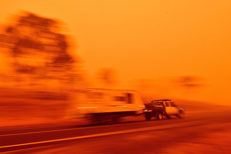 Residents commute on a road through thick smoke from bushfires in Bemboka, in Australia's New South Wales state on Jan. 5, 2020. Australians on January 5 counted the cost from a day of catastrophic bushfires that caused 'extensive damage' across swathes of the country and took the death toll from the long-running crisis to 24. AFP