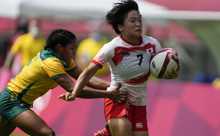 Japan's Wakaba Hara, right, is pursued by Brazil's Thalia da Silva Costa on her way to score a try in their women's rugby sevens 11-12 placing match at the 2020 Summer Olympics, Saturday, July 31, 2021 in Tokyo, Japan. AP