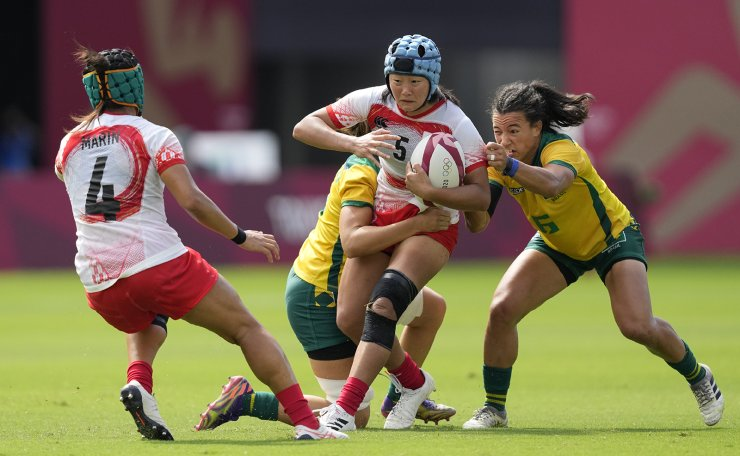 Japan's Yume Hirano carries the ball, as Brazil's Isadora Cerullo, right pressures, in their women's rugby sevens 11-12 placing match at the 2020 Summer Olympics, Saturday, July 31, 2021 in Tokyo, Japan. AP