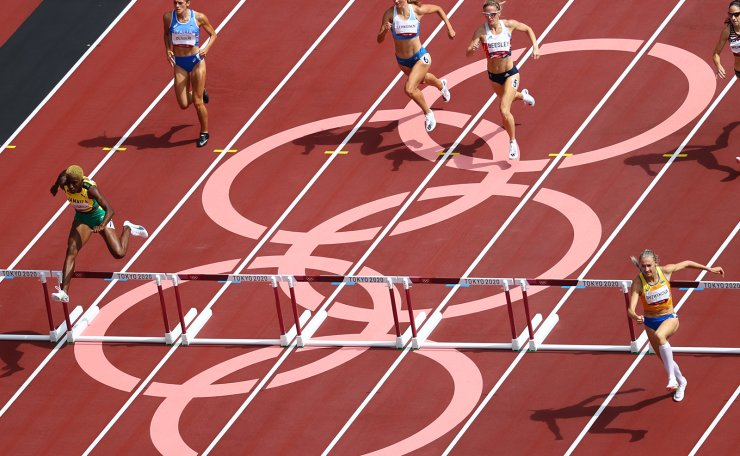 Tokyo 2020 Olympics - Athletics - Women's 400m Hurdles - Round 1 - OLS - Olympic Stadium, Tokyo, Japan - July 31, 2021. General view of athletes in action REUTERS