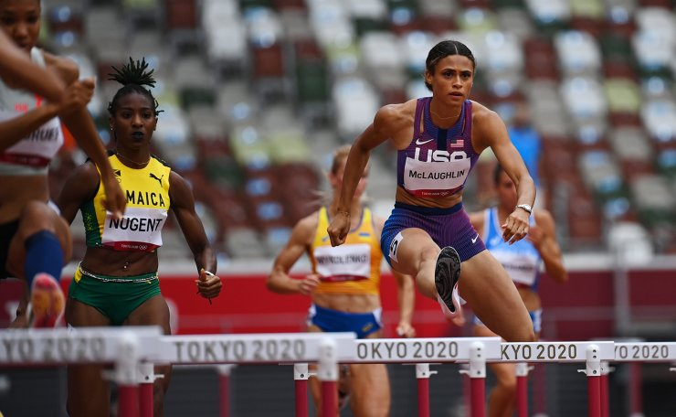 Tokyo 2020 Olympics - Athletics - Women's 400m Hurdles - Round 1 - OLS - Olympic Stadium, Tokyo, Japan - July 31, 2021. Sydney McLaughlin of the United States and Leah Nugent of Jamaica in action during Heat 3 REUTERS