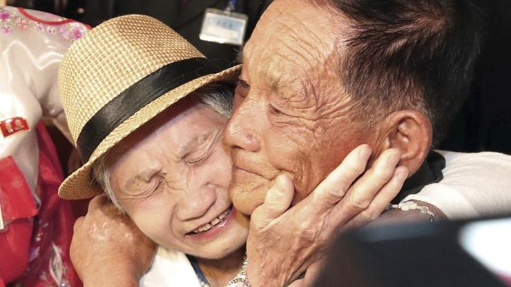 Lee Keum-seom from South Korea weeps with her son Ri Sang-chol from North Korea during the Separated Family Reunion Meeting at the Diamond Mountain resort in North Korea, Aug 20, 2018. Yonhap