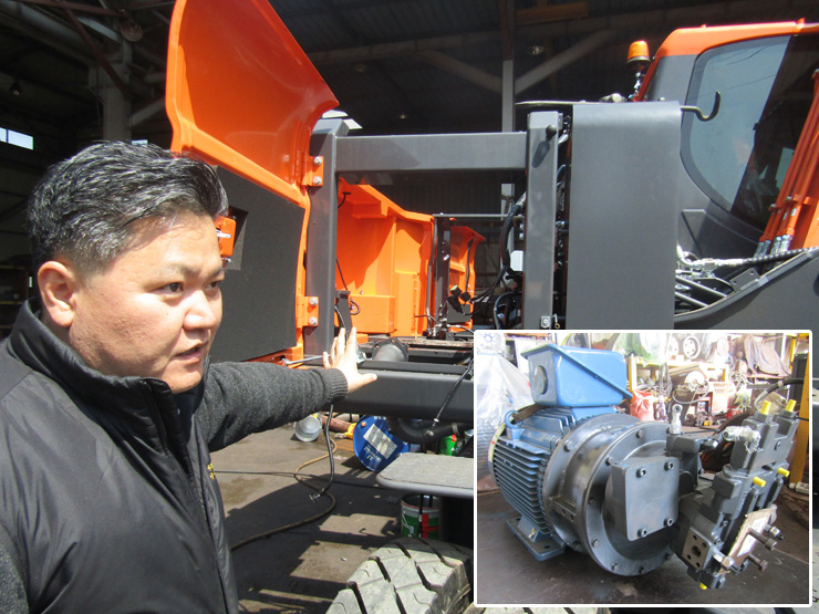 An excavator at a waste recycling facility in Gumi, North Gyeongsang Province, is powered by an electric motor that SEAEF installed after removing the machine's original diesel engine. / Courtesy of SEAEF