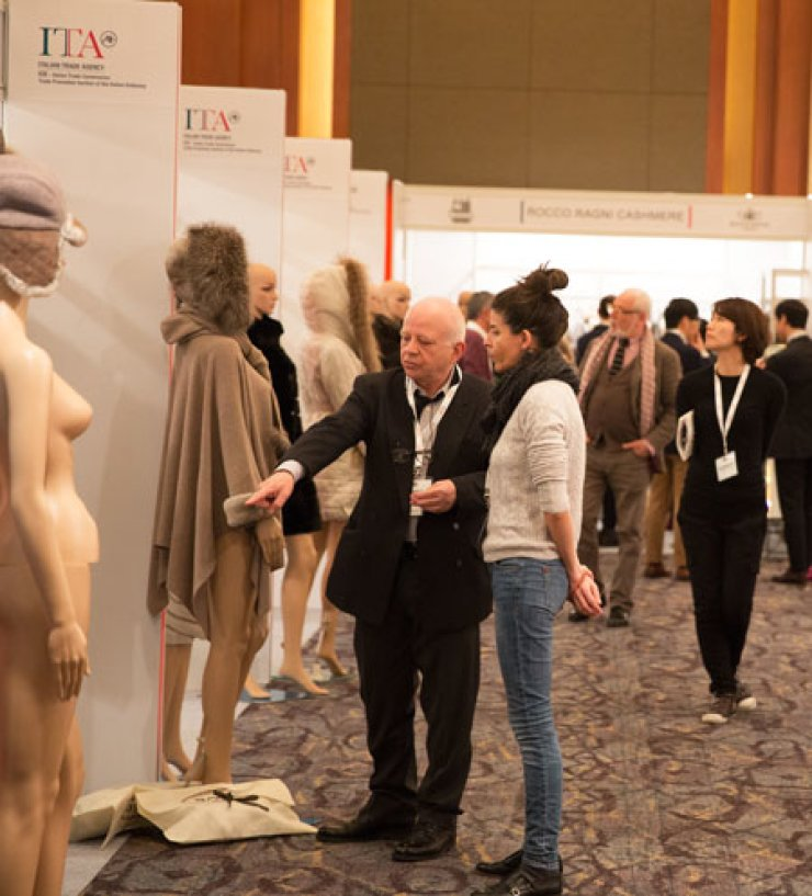 Visitors look around booths set up by Italian fashion companies during 'Italy with Style,' an exhibition organized by the Trade Promotion Section of the Italian Embassy held at the Lotte Hotel, in Sodong-dong, Seoul, Feb. 10. / Courtesy of People of Tastes
