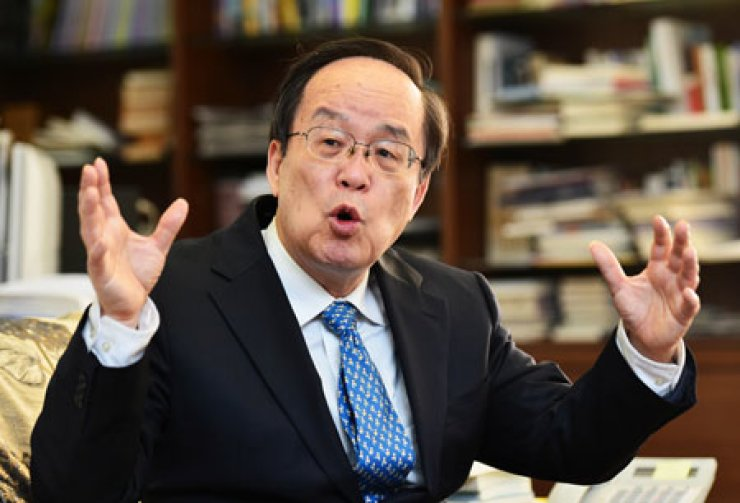 Kim Hak-joon, president of the Northeast Asian History Foundation, gesticulates during an interview, Thursday. / Korea Times photo by Shim Hyun-chul