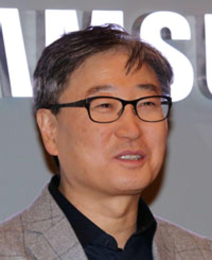 Yoon Boo-keunSamsung Electronics co-CEOChristian GokeMesse Berlin CEO