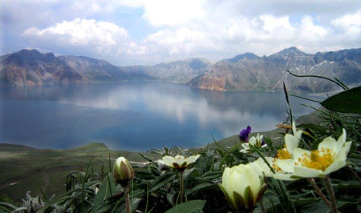 Caldera on Mount Baekdu / Korea Times file