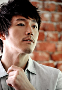 Jang Hyuk in a scene from TV series 'Chuno'(2010) / Screen capture from YouTube