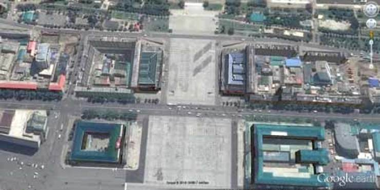 <span>This image captured by Google Earth image showsed North Korean students practicing formations reflecting numbers or slogans at the Kim Il-sung Square in Pyongyaong on Saturday. Radio Free Asia noted that they were most likely training for the ceremony for the 70th anniversary of the founding of the North Korean Workers' Party, which falls on Oct. 10. /Google/Yonhap</span><br /><br />