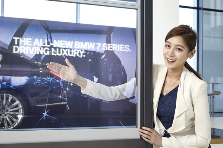 <span>model promotes Samsung Electronics' transparent organic light-emitting diode display video wall set up at the BMW Driving Center on Yeongjong Island, Incheon, in this file photo. / Courtesy of Samsung Electronics</span><br /><br />