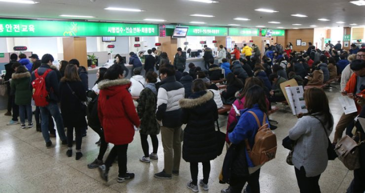 The Driver's License Examination Office in Gangnam, southern Seoul, is crowded with driver's license applicants, Monday, before the driving test gets harder in the latter half of this year. / Yonhap