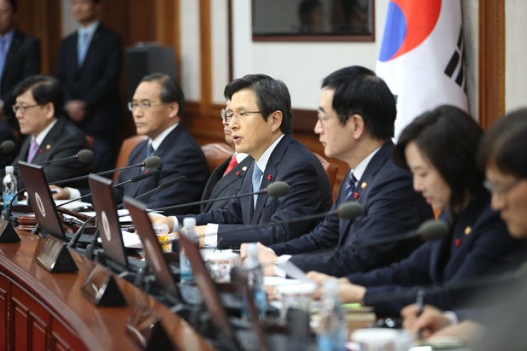 Prime Minister Hwang Kyo-ahn, center, presides over a Cabinet meeting -- his first job as acting head of state -- at the government complex in central Seoul, Friday. / Yonhap