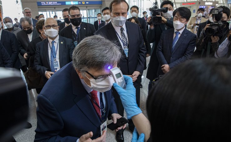Diplomats stationed in Korea wear face masks as they visit Incheon International Airport to check thermal imaging cameras and other health examination processes at the departure lobby, Friday, March 13. 2020. Korea Times photo by Shim Hyun-chul