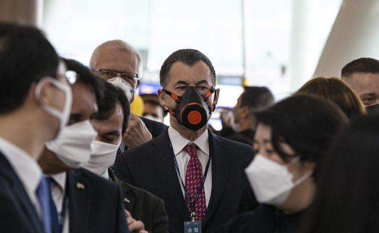Diplomats stationed in Korea wear face masks and respirators as they visit Incheon International Airport to check thermal imaging cameras and other health examination processes at the departure lobby, Friday, March 13. 2020. Korea Times photo by Shim Hyun-chul