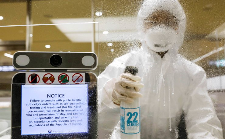 <span style='background-color: #ebebeb;'>A worker disinfects the immigration counter at  Incheon International Airport, Wednesday. Korea Times photo by Shim Hyun-chul</span><span style='background-color: #ffffff;'> </span>