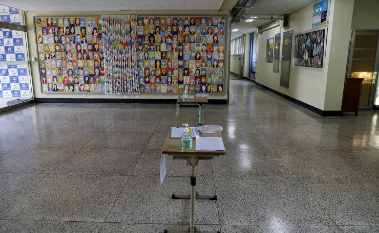 The hallway is empty at Seoul Girls' High School in Seoul, Thursday. Korea Times photo by Shim Hyun-chul
