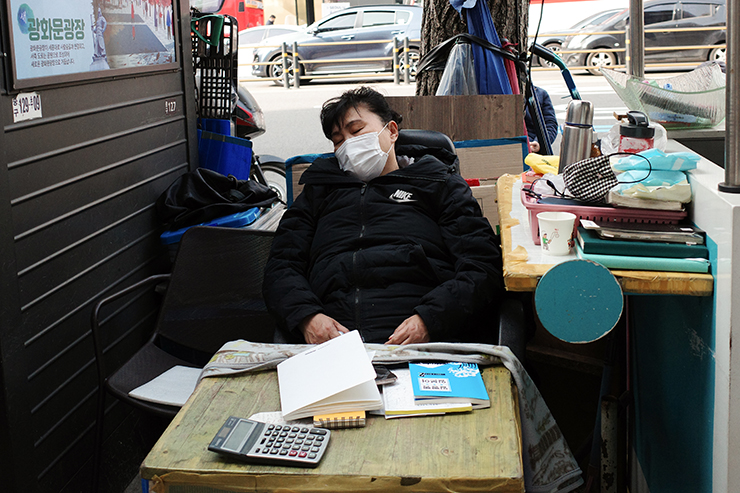 Two elderly men play 'baduk,' a board game in front of a corner store in Euljiro, Seoul, on March 12. Korea Times photo by Choi Won-suk
