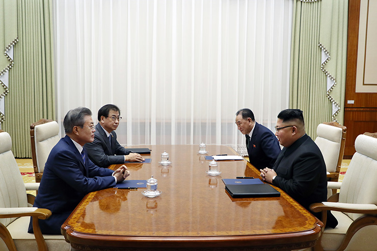 South Korean President Moon Jae-in and North Korean leader Kim Jong-un shake hands after signing Pyongyang Peace Agreement at the end of their summit talks at the North's state guesthouse Paekhwawon in Pyongyang, Wednesday. Joint Press Corps