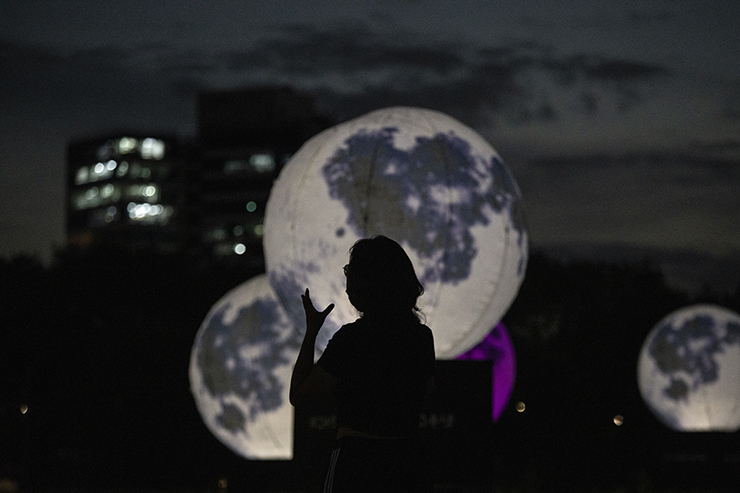 People exercise near a glowing full moon installation in a park in Seongdong-gu, Seoul, Tuesday. Korea Times photo by Choi Won-suk