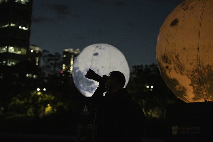 A man takes photographs of the full moon installation in a park in Seongdong-gu, Seoul, Tuesday. Korea Times photo by Choi Won-suk