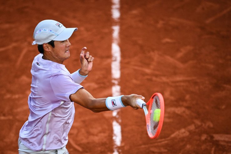 South Korea's Kwon Soon-woo returns the ball to Italy's Matteo Berrettini during their men's singles third round tennis match on Day 7 of The Roland Garros 2021 French Open tennis tournament in Paris on June 5, 2021. AFP