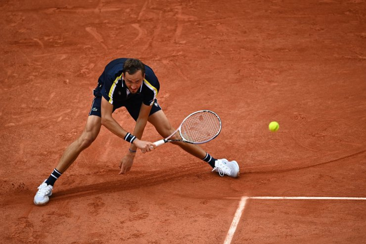 Russia's Daniil Medvedev  returns the ball to Reilly Opelka of the US during their men's singles third round tennis match on Day 6 of The Roland Garros 2021 French Open tennis tournament in Paris on June 4, 2021. AFP