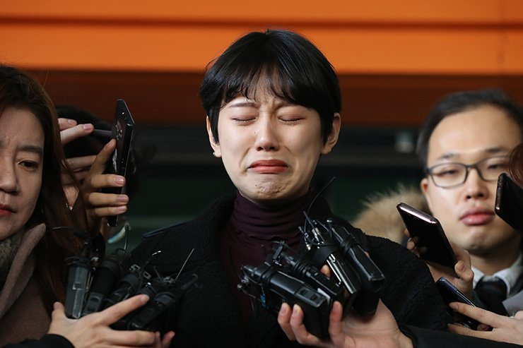 Yang Ye-won speaks to reporters after the ruling at the Seoul Western District Court in Seoul, Wednesday. Yonhap
