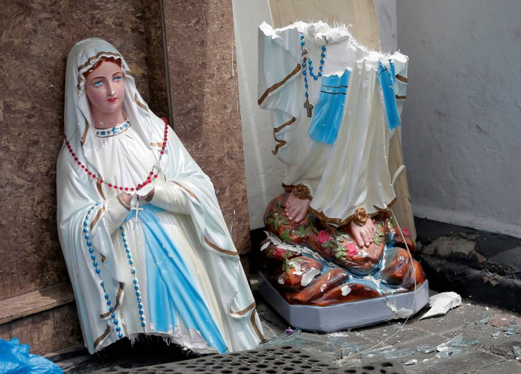 A statue of Virgin Marry broken in two parts is seen in front of the St. Anthony's Shrine, Kochchikade church after an explosion in Colombo, Sri Lanka April 21, 2019. Reuters