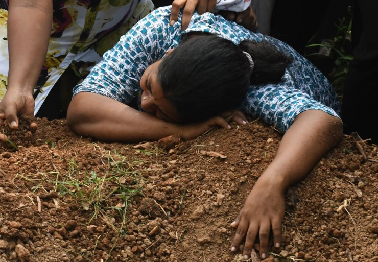A Sri Lankan woman cries during a burial service for a bomb blast victim in a cemetery in Colombo on April 23, 2019. AFP