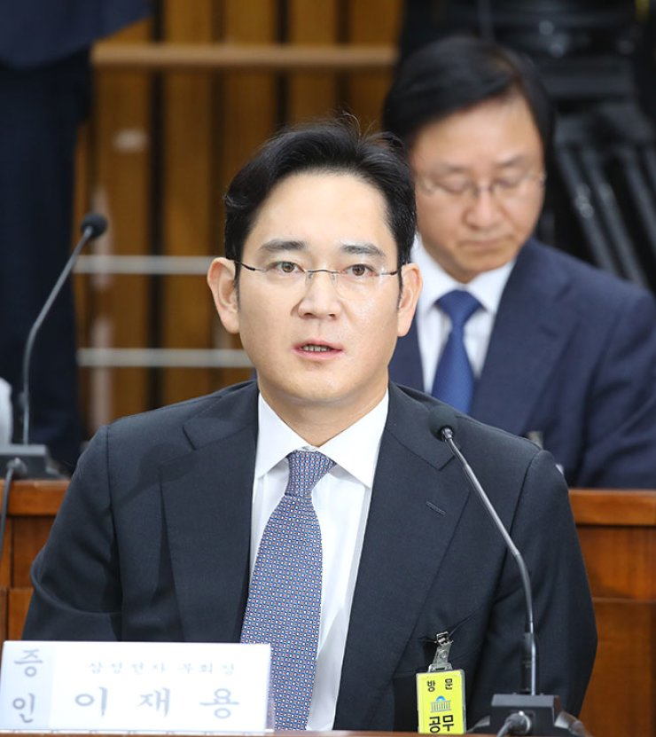 Samsung Group Vice Chairman Lee Jae-yong speaks during parliamentary questioning over Park Geun-hye scandal on Tuesday. / Yonhap