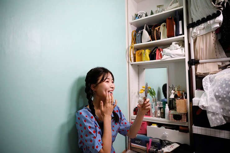 Kang Na-ra, a North Korean defector who is now a beauty YouTuber, puts on her makeup with North Korean cosmetic products, in Seoul, South Korea, June 11, 2019. Picture taken on June 11, 2019. Reuters