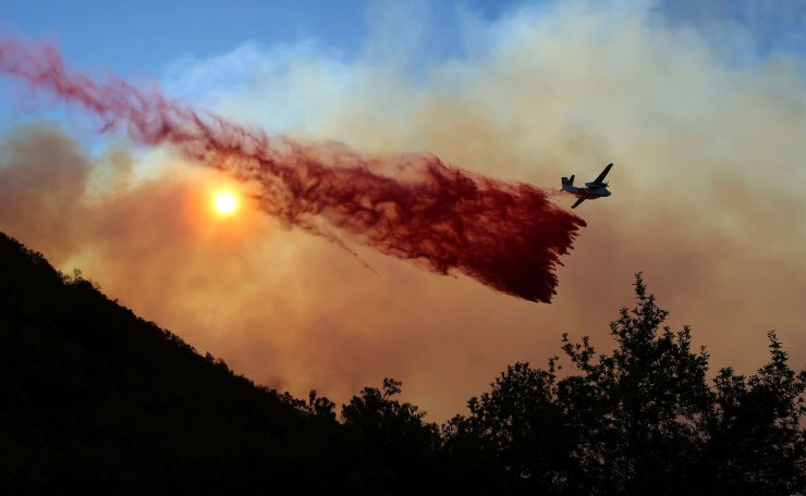 An air tanker drops fire retardant over a wildfire, dubbed the Cave Fire, burning in the hills of Santa Barbara, California, U.S., November 26, 2019. Reuters